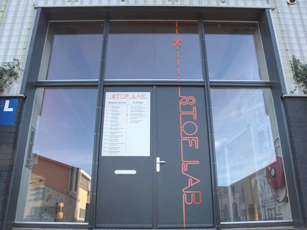 Stoflab Haarlem, Entree buiten